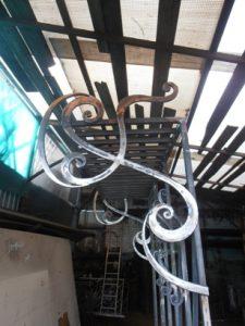 Кованая вешалка напольная
