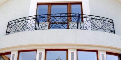 Кованый балкон полукруглый