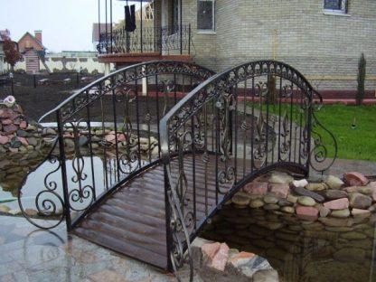 Кованый мостик для дачи