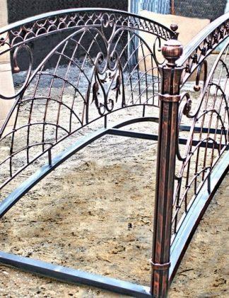 Кованый мостик с орнаментом