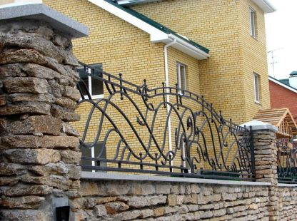 Каменно-кованый забор
