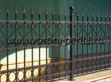 Кованый забор классический с пиками