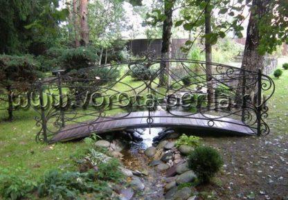 Кованый мостик через ручей
