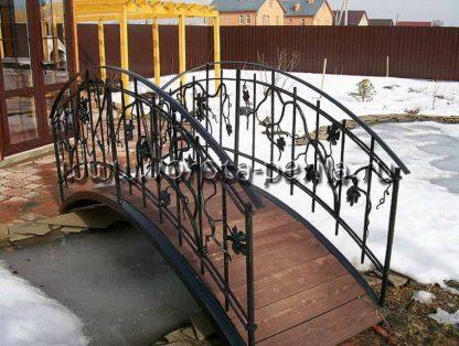 Кованый мостик лоза