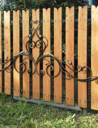 Кованый забор с деревом