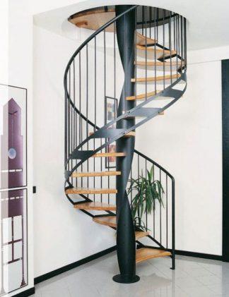 Кованая винтовая лестница с прямыми перилами