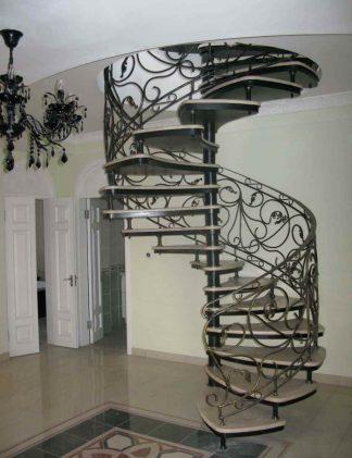 Фото кованой винтовой лестницы
