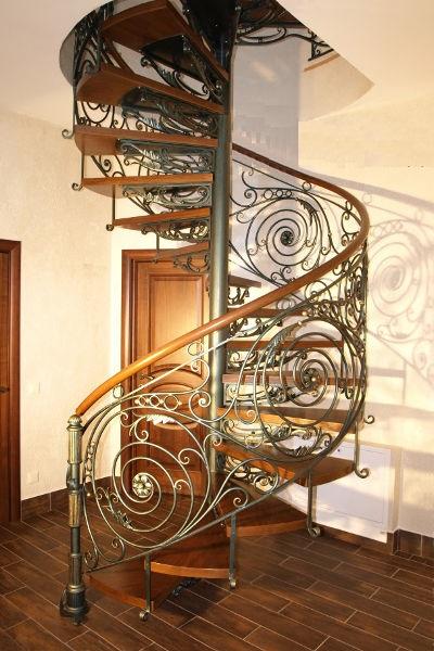 Кованая винтовая лестница цены от 13 тыс. за п.м.