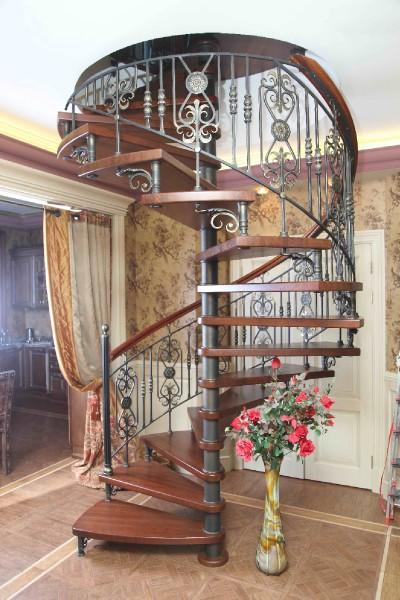 Винтовая лестница в дом от производителя.