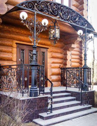 Кованое крыльцо деревянного дома