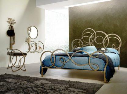 Кованая кровать Озон