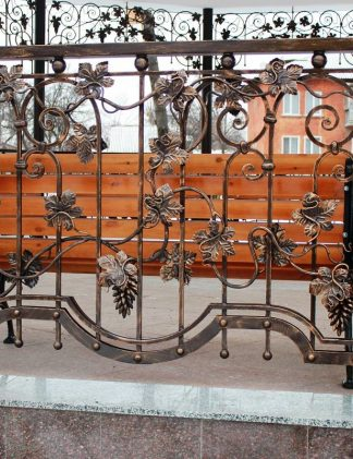 Кованый виноградный забор