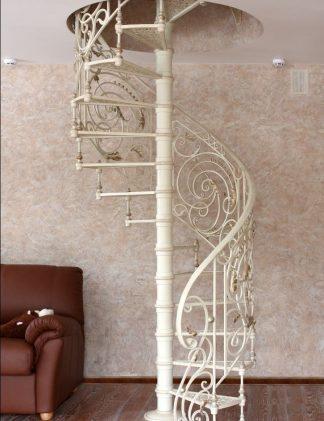 Кованая винтовая лестница на второй этаж