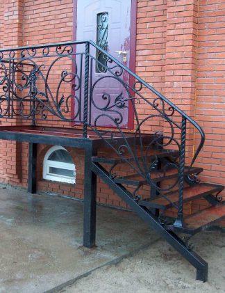 Кованые лестницы на крыльцо дома